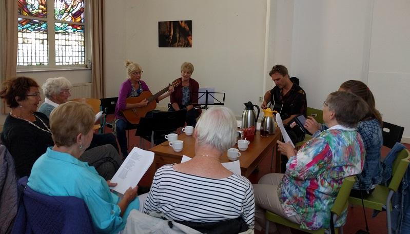 Afbeelding van Een van de eerste bijeenkomsten van de muziekgroep